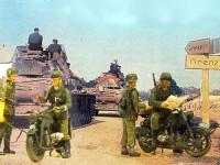 このバイクと兵士たちには進軍途中の分かれ道の写真をあしらってみました。交通整理の憲兵に道を尋ねるBMWに乗った国防軍の兵士と、戦車の通り道の脇で休憩している親衛隊の伝令のライダーです。彼はツェンダップに乗っています。