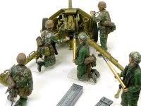 後ろから見たPak40です。兵士が持っているピカピカの砲弾は真鍮製です。塗装が楽で良いですね。砲弾ケースはクレオスのメタルカラーです。金属光沢でピカピカですね。