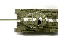真上から見たT34/85戦車です。真っ白な対空識別帯が一本通っています。ムラが出るように筆で塗ってあるのですが、これくらい離れるとわかりませんね。