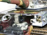 操縦用のメーター類は運転席の横に付けられています。操舵装置の上にはブザーのような物がありますが、これは何でしょうかね。