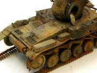 朽ち果てた2号戦車の燃え残り部分です。よく考えたらエンジンの方が良く燃えそうですよね(汗)。はでに付けられたチッピングはスポンジで行いました。