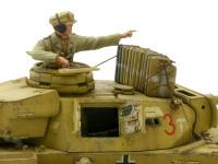 3号戦車J型の砲塔です。ハッチやクラッペは開閉式にしてあります。でもあんまり中が見えませんね。砲塔の上には水のジェリカンを積んでみました。