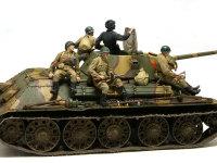 戦車に乗ったフィギュア達です。行軍中の合成写真を作ろうとトーンを少し落としてあるのですが、適当な背景が見つかりませんでした。良い背景が見つかればいずれ合成します。