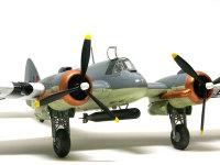 スピードが出なかったために戦闘機に成れなかったボーファイターですが、戦闘機として設計されたため運動性能は優れており、低空で馬力が出るエンジンの特性もあって、船や地上の攻撃に使われました。