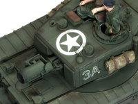 チャーチルAVREに搭載されたペタード砲と呼ばれる29cm迫撃砲も精密に再現されています。真下に見えるスライド式のハッチは、ペタード砲に砲弾を装填するための窓です。