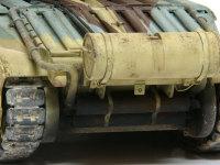 リアも排気管もキッチリと再現されています。外部燃料タンクの留め具にはリリース用のワイヤーを伸ばしランアーで追加しました。