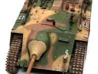 主砲はヘッツァーと同じで右にオフセットされています。真ん中につけると運転席が確保できないんですね。