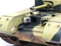 前面装甲板の厚さはハッチの厚さからわかりますよね。その横にはさらに増加装甲が施されています。