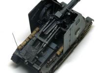 自走砲と言っても大砲を砲架ごとそのまま乗せただけのお手軽改造です。