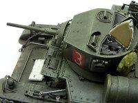 チュアート軽戦車の砲塔のアップです。砲塔上部も開口部が大きいので中が丸見えです。インテリアはそれほど部品点数は多くないのですが、覗いてみたら十分に精密感を感じることが出来る程度に再現されています。このあたりのバランスは良いですよね。これ以上作り込んでもタブン分かりません。