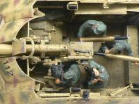 真上から見たナスホルンとクルーたちです。こうしてみると、88mm砲とその砲弾の巨大さが実感できますね。人間のサイズが一番身近な物差しですからね。