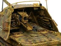 マーダー3H型の戦闘室内部です。主砲のPak40は丸見えですね。苦労して作ったインテリアはまるで見えません(涙)。