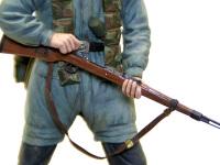 ライフル銃です。スリングは鉛の薄板で作りました。鉄の部分はダークアイアン、木の部分はウッドブラウンです。木目は筆で描き込みました。ウッドブラウンの半ツヤがちょうど良い感じです。