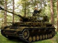 森の中で待機する4号戦車J型です。前作と同じ背景写真です。けっこうこの背景は気に入っているんですよね。