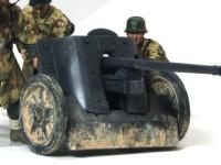 低く地面に貼り付いている対戦車砲ですから、すこしキツメに汚してみました。