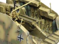 砲弾ラックは砲弾入りと空のモノとを選択できます。からの場合はエッチングパーツのベルトが垂れ下がるという凝りようなんですが、これもキット標準のいわゆる素組みです。
