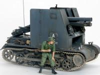 兵士のフィギュアを添えてみました。こうしてみると車体の小ささや防盾の高さがよく分かります。