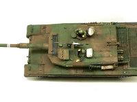 真上から見た90式戦車です。たった3人乗りとは思えないほどのサイズです。巨大な砲塔には砲弾と砲弾を自動で装填する装置が積まれているそうです。