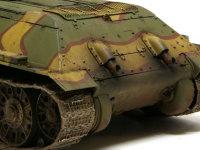 車体の下部や足回りは、今回はこってりと汚してみました。ソ連軍はドイツ軍ほど士気が高くなかったので、戦車も汚いままだったような気がします。エライさん方も戦車も兵士も消耗品ぐらいにしか思っていませんしね。ヤナクニ!!