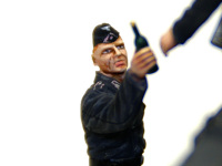 ドイツ・戦車兵1939年~1941年の差し入れをする戦車兵です。彼の存在がこのセットの性格を決め、魅力を増しているのですが、私の技術ではなんとも無表情です。これがマスターボックスのキットなら・・・