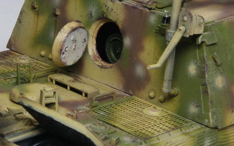 後ろのハッチを開けると砲弾が見えます。戦闘中の砲弾の補給はここから入れた... (全作品完成まで