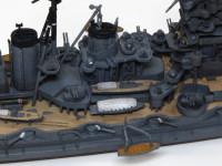 ンチや内火艇も良いできです。中央の大型の内火艇の屋根には救命浮き輪もモールドされています。すごいですよね。