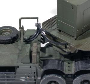 トラクターと発射機をつなぐケーブル