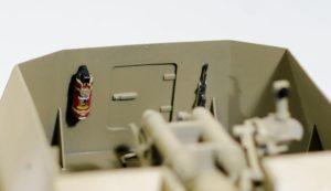消火器とMP機関銃