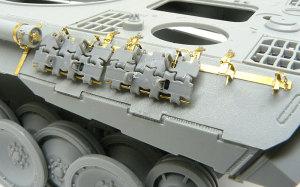 パンターD型 予備履帯ラック(左)