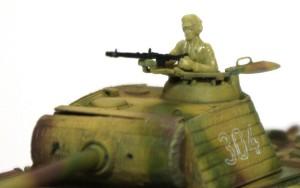 パンターG初期型 戦車兵を乗せてみる