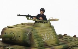 1/72 ドイツ戦車兵 パンターG初期型に乗せる