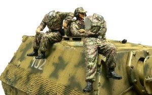ドイツ武装親衛隊・戦車兵 LHA師団 座っている2人の組立て