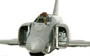 RF-4Eファントム2 エンジンを組み込んでみる