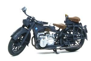 BMW R-12オートバイ 塗装と組立て