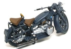 BMW R-12オートバイ ライダーの手はグリップにモールドされている