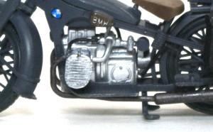 BMW R-12オートバイ 筆でリタッチ