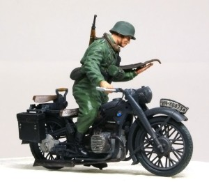 BMW R-12オートバイ バイクとフィギュアを接着
