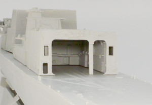 ヘリの格納庫の内壁は後から付ける