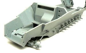 対空自走砲 Sd.kfz.251/17C型 車体の組立て