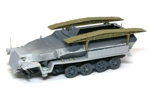 装甲工兵車Sd.kfz.251/7C型 AFVクラブ製の突撃橋