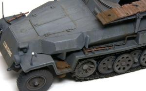 装甲工兵車Sd.kfz.251/7C型 排気管の錆とOVMの取り付け
