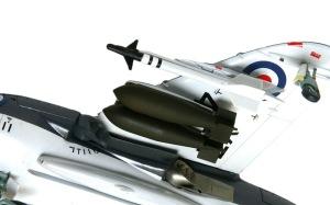 シーハリアーFSR.1 武装の取り付け