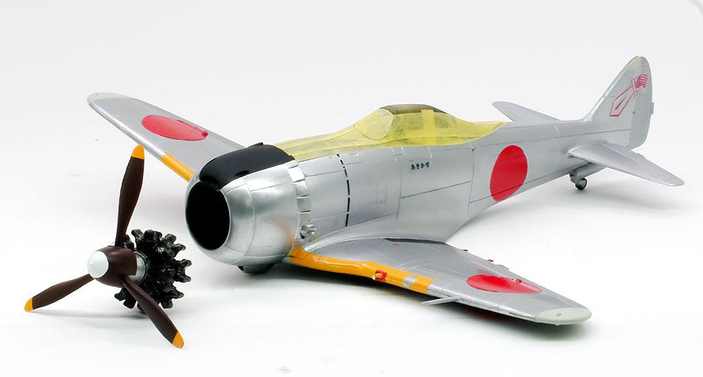 デカール貼りとエンジンとプロペラの制作