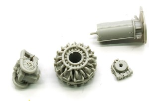 エンジンと補器の組立て