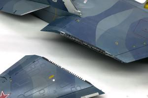 主翼ヒンジの塗装