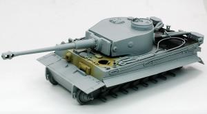 砲と砲塔の組み立て