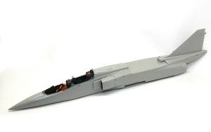 三菱T2-CCV 機体の貼り合わせ
