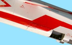 三菱T2-CCV 破損したデカールをなんとか貼り終え