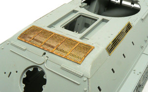 T-34/85 1944年型 エンジンデッキの組立て