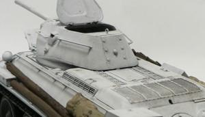 白塗りのT-34/76戦車をウオッシング